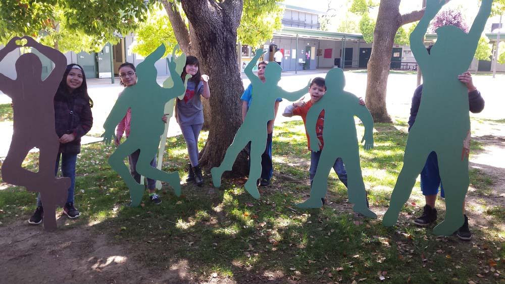 5 unpainted dancers